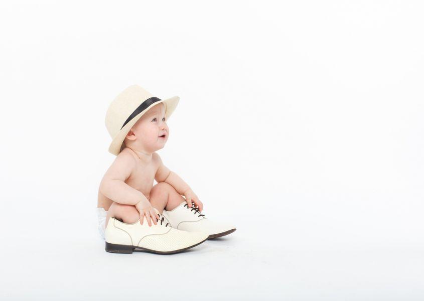 Babyvoetjes en de eerste schoenen. Tips en tricks!