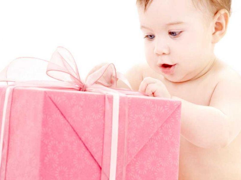 Kerstcadeaus voor een baby. Hoe pak je dat aan?