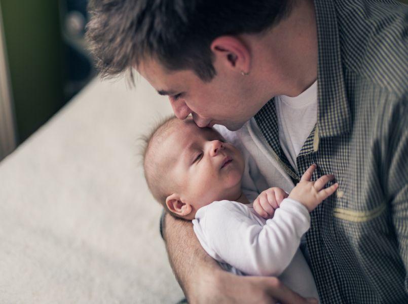 Uitbreiding vaderschapsverlof loopt definitief vertraging op
