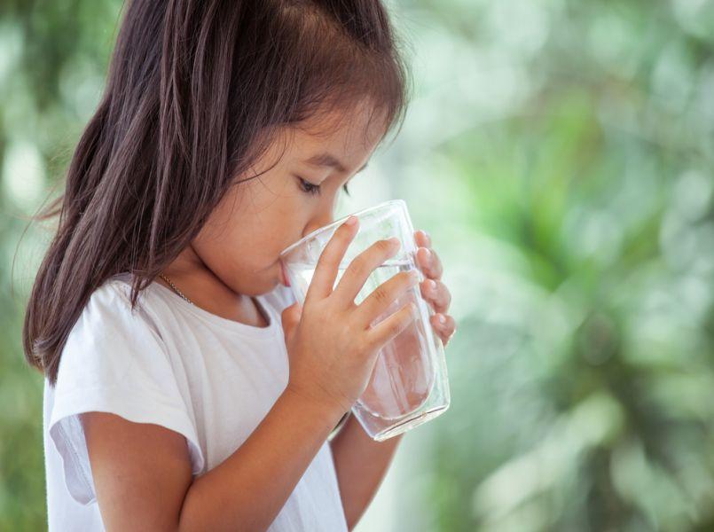 Zoveel zou elk kind dagelijks moeten drinken (dat haalt vrijwel niemand)