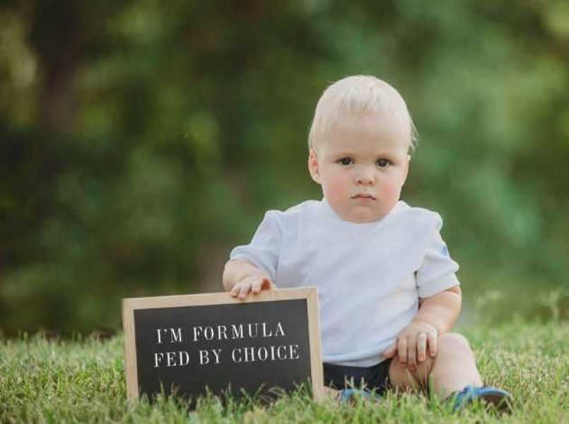 Cute pictures as a protest against mommy shaming