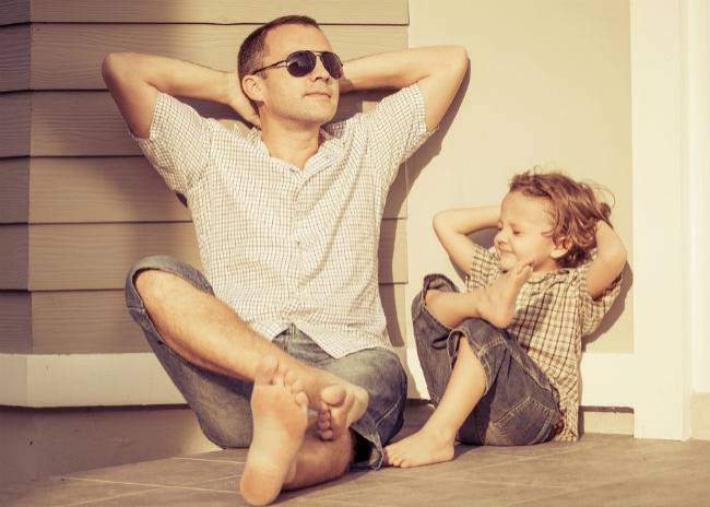 """T-shirt voor papa's gaat viraal: """"Vaders passen niet op, ze vóéden op!"""""""