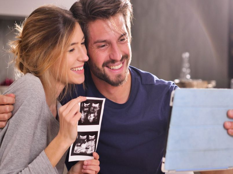 4 ways to announce your pregnancy to your parents
