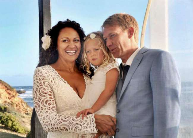Woman marries her sperm donor after she finds him online