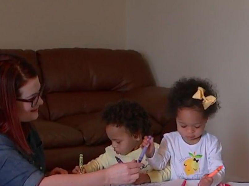 Ontroerend: verpleegkundige adopteert zwaar mishandelde tweeling