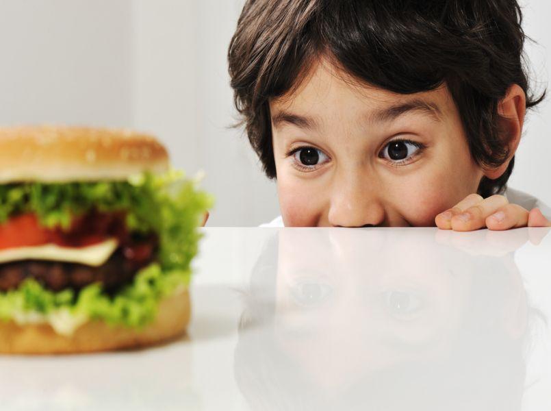 Zonder ouders aan je zijde geen McDonalds voor kinderen in Amsterdam