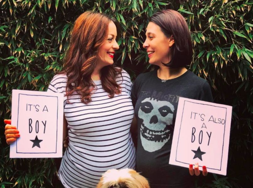 Lesbian couple pregnant at the same time from the same donor