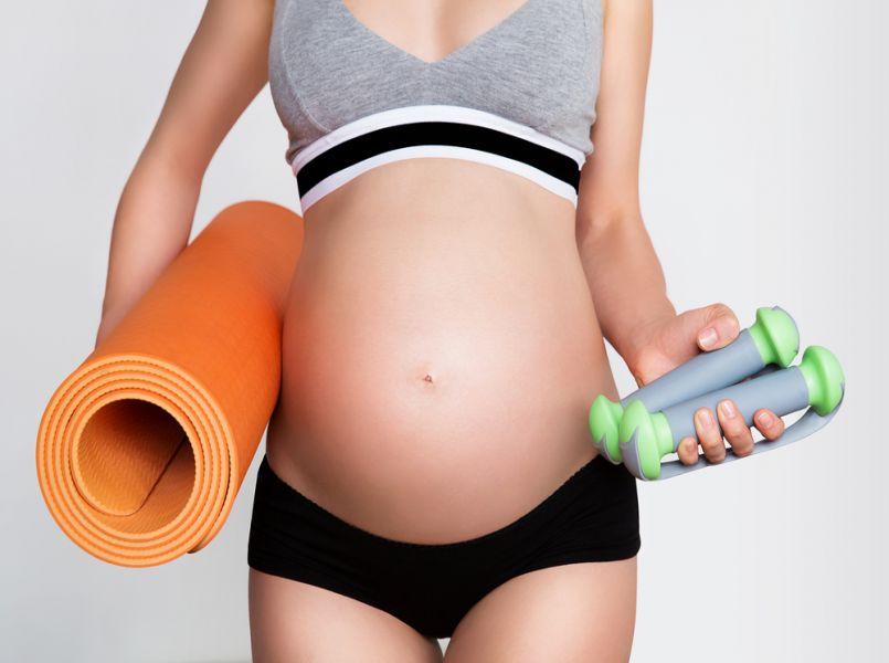 Waar is de buik van dit 6 maanden zwangere fitnessmodel?!