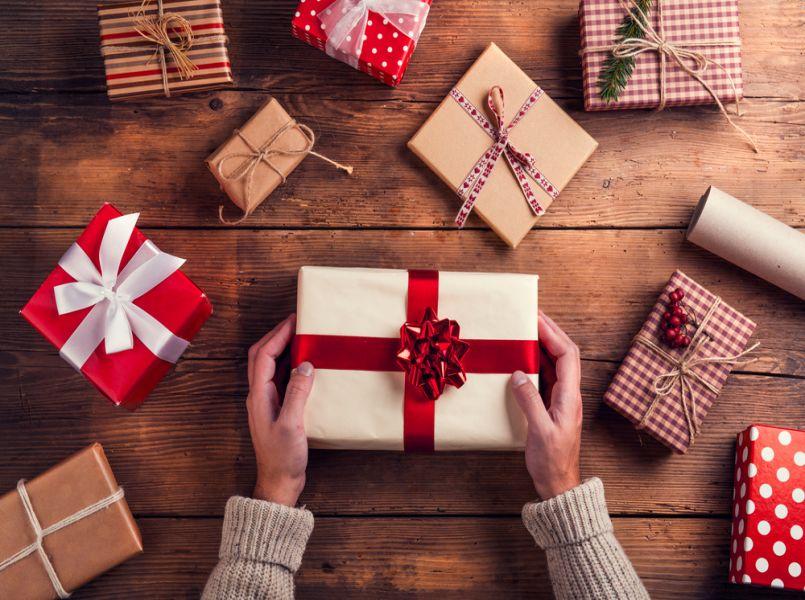 Ouders besluiten: kinderen krijgen GEEN cadeautjes met de feestdagen