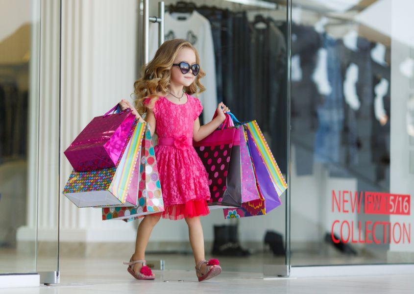 Onderzoek een meisje opvoeden is veel duurder dan een jongen - Twee meisjes en een jongen ...