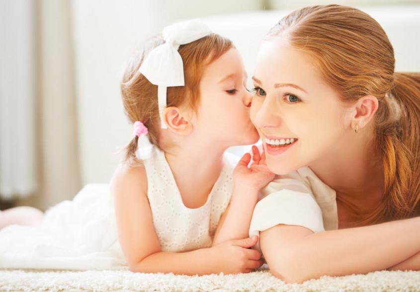 Kussen Voor Kinderen : Kinderen op de mond kussen ja of nee